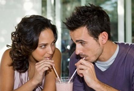 online dating eerste ontmoeting Online dating: wanneer ga je elkaar ontmoeten heb je iemand gevonden via een datingsite waar je wel een klik mee hebt, dan zal er wellicht een eerste date komen.
